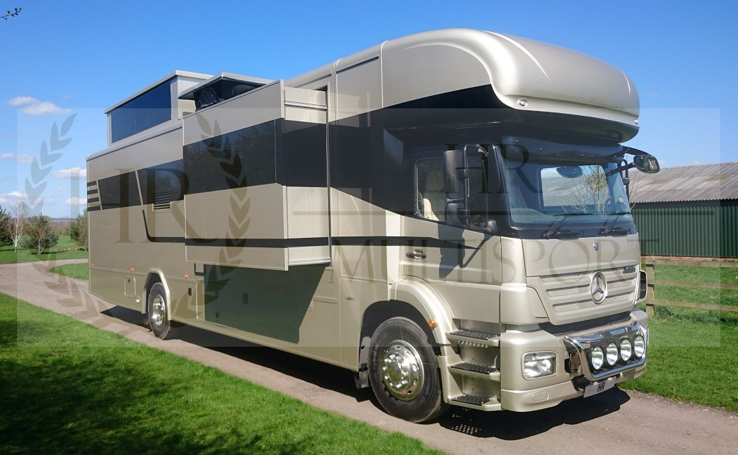 Luxury motorhome with 5m garage for your car paddock 42 for Garage sn autos 42